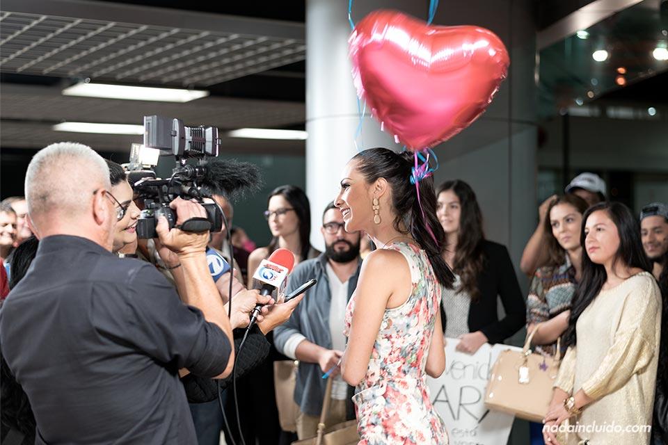 Karina Ramos, Miss Costa Rica, en el aeropuerto de San José