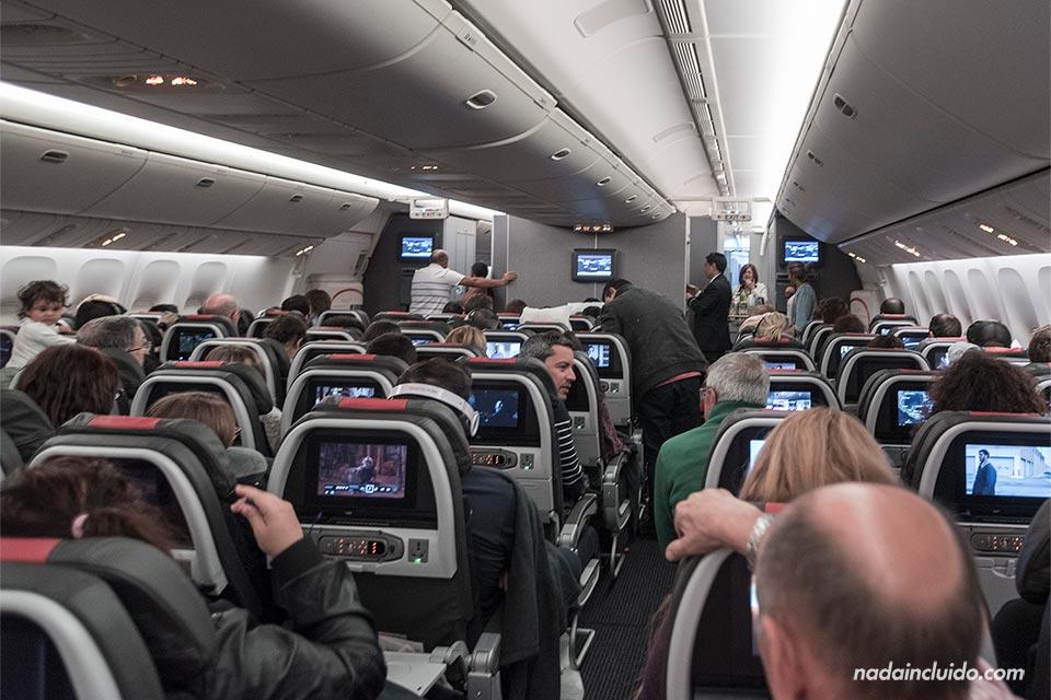 El interior del avión de American Airlines en la ruta Miami (EE.UU.) a Madrid (España)