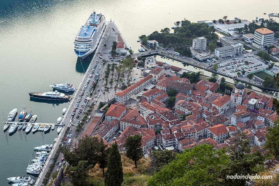 Vistas del Stari Grad de Kotor desde el Castillo de San Giovanni (Montenegro)