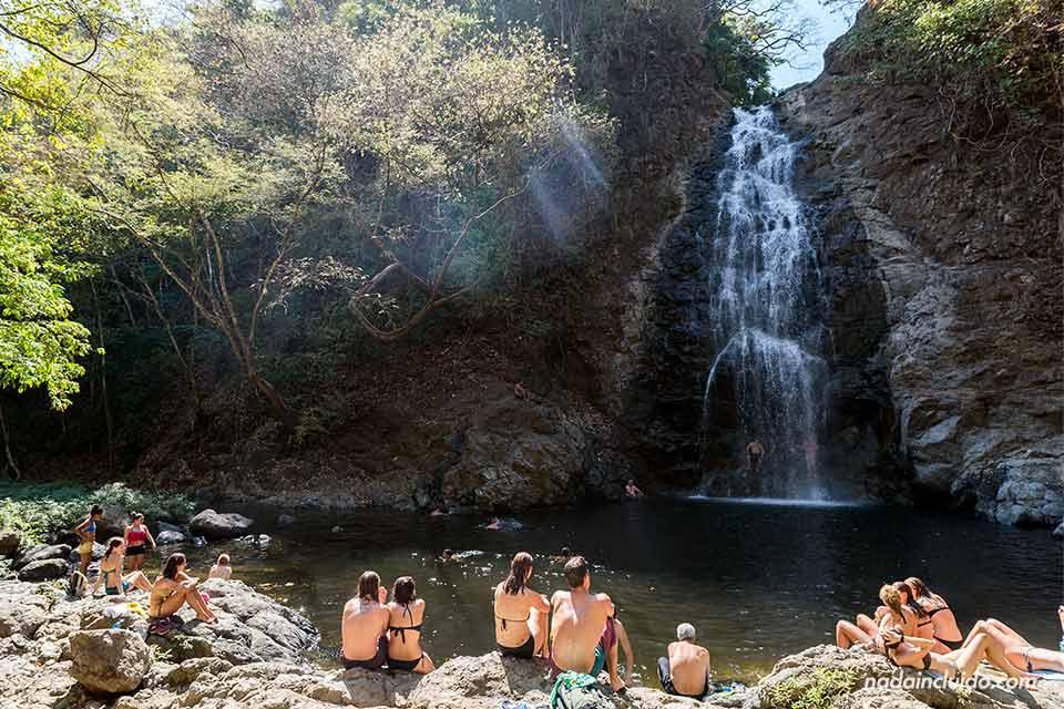 Pozas junto a la cascada de Montezuma (Costa Rica)