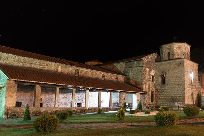 Iglesia Holly Mary Perybelptos de noche en Ohrid (Macedonia)
