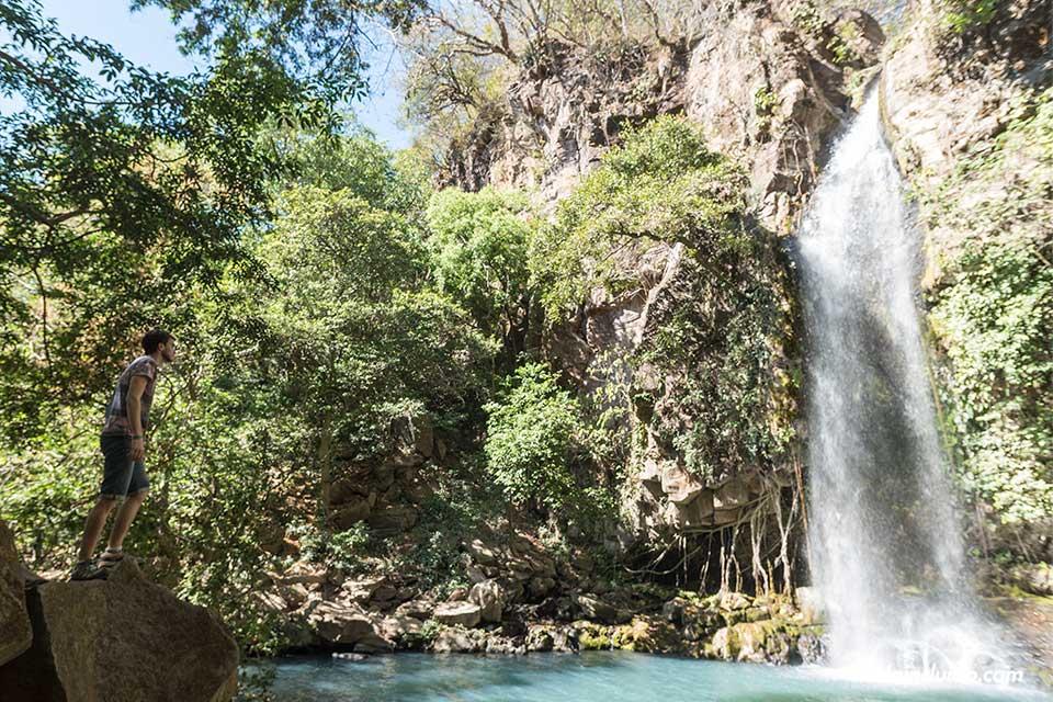 En la catarata de la Cangreja, en el Parque Nacional Rincón de la Vieja (Costa Rica)