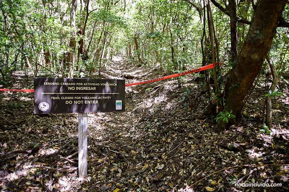 Sendero cerrado por actividad volcánica en el Parque Nacional Rincón de la Vieja (Costa Rica)