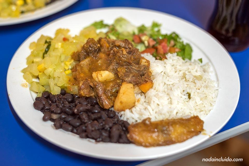 El casado es un plato típico en los almuerzos de Costa Rica