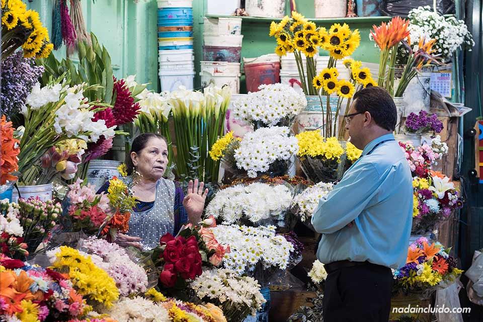 Puesto de flores en el Mercado Central de San José (Costa Rica)