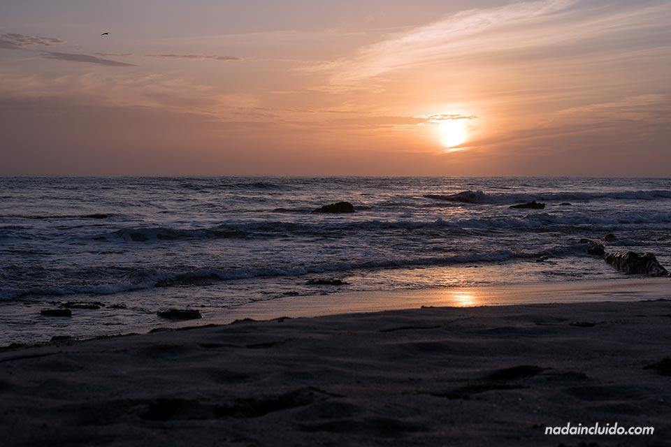 Atardecer en la playa de Santa Teresa (Costa Rica)