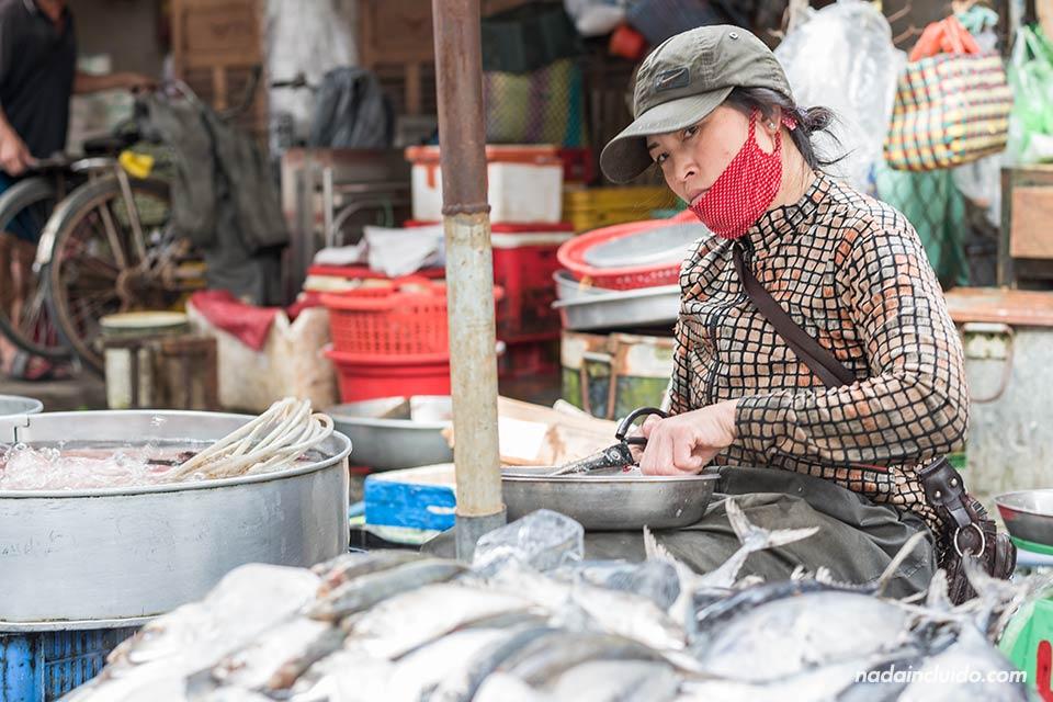 Puesto de pescado en un mercado de la provincia de Long An, junto al Delta del Mekong (Vietnam)
