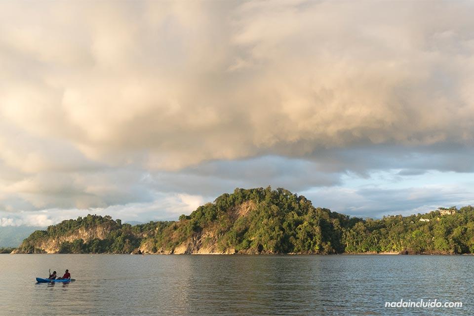 Vista de Manuel Antonio desde playa Biesanz (Costa Rica)