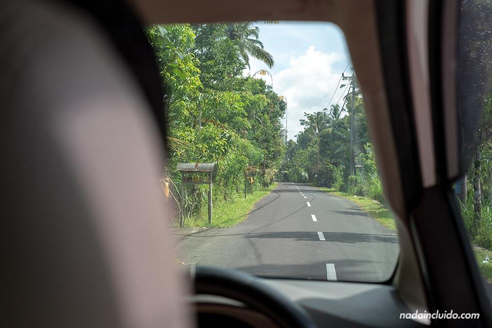 Carreteras de Bali desde el coche (Indonesia)