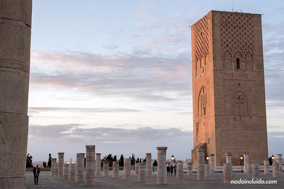 Torre de Hassan durante el atardecer (Rabat, Marruecos)