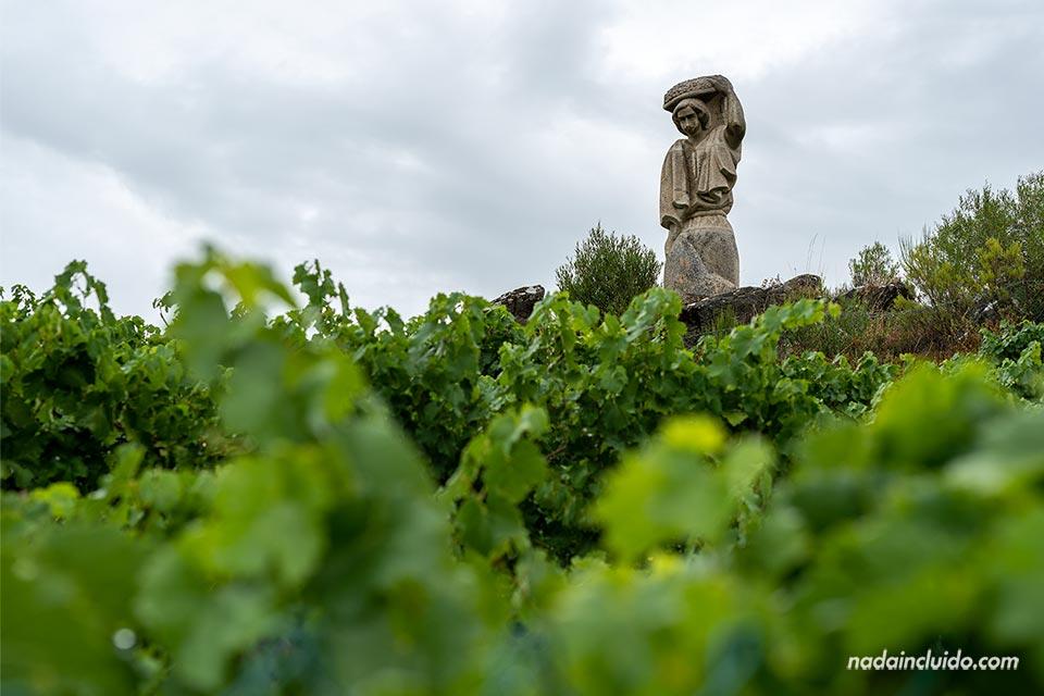 Estatua en el mirador Souto Chao, Ribeira Sacra (Galicia)