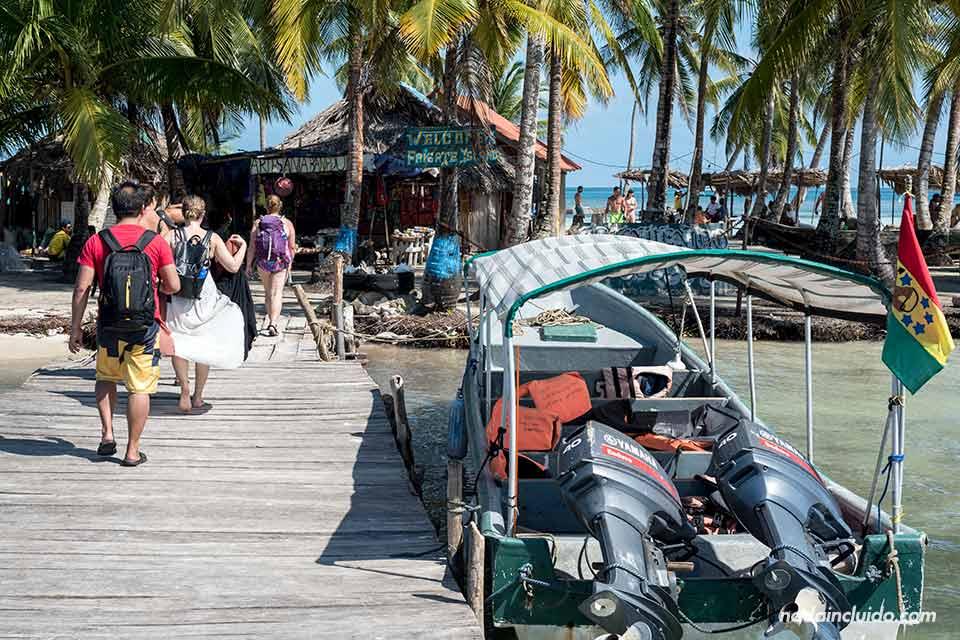 Muelle de entrada a Isla Fragata, en el archipiélago de San Blas (Panamá)