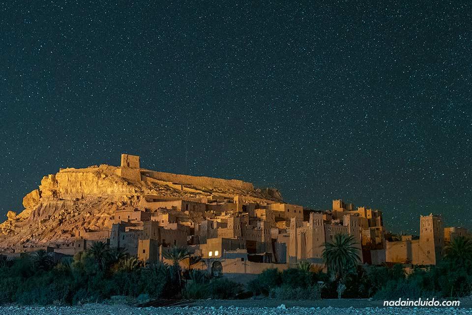 Noche de estrellas sobre el Ksar de Ait Ben Haddou (Marruecos)