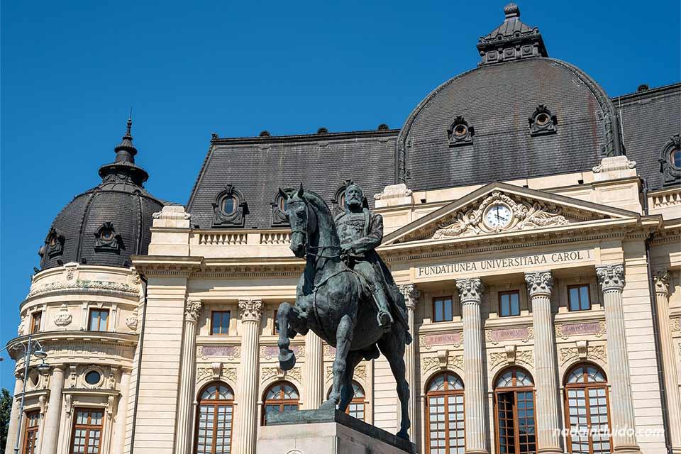 Fachada de la Biblioteca Central Universitaria Carol I (Bucarest, Rumanía)