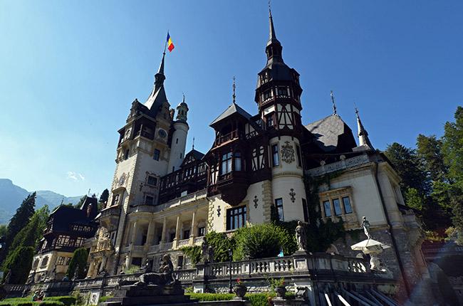 Fachada del Castillo de Peles (Rumanía)
