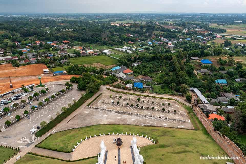 Vistas desde lo alto el Big Buddha de Chiang Rai (Tailandia)
