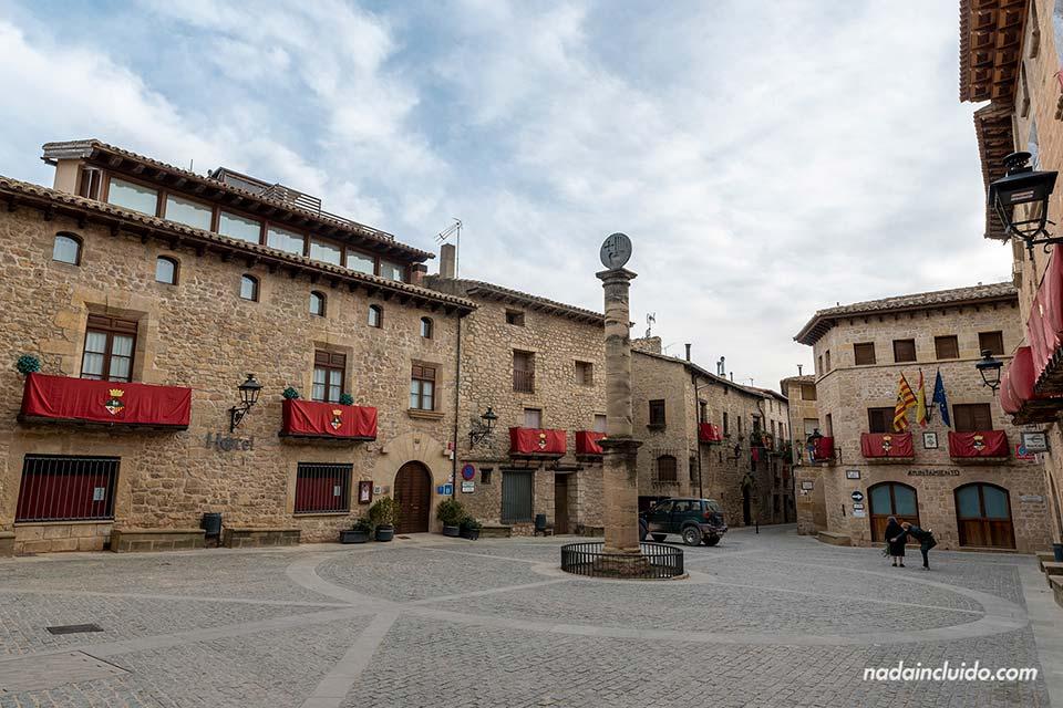 Plaza de España en Cretas (Matarraña, Aragón)