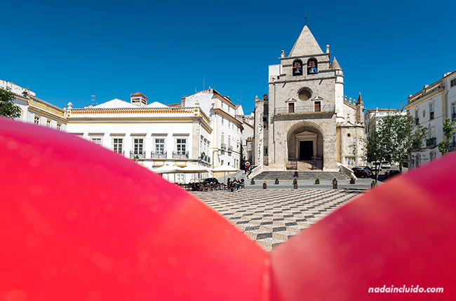 Plaza de la República de Elvas desde el cartel (Alentejo, Portugal)