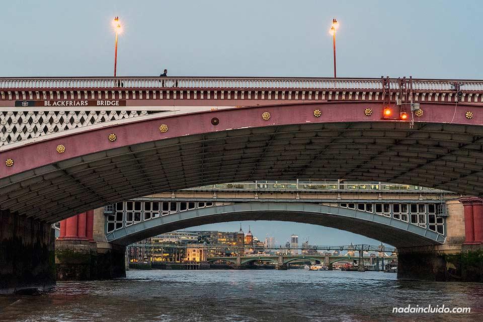 Puentes sobre el río Tämesis en Londres (Inglaterra)