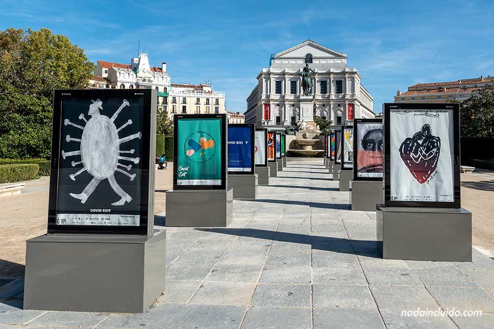 Exposición sobre la Covid en la plaza Oriente de Madrid (España)