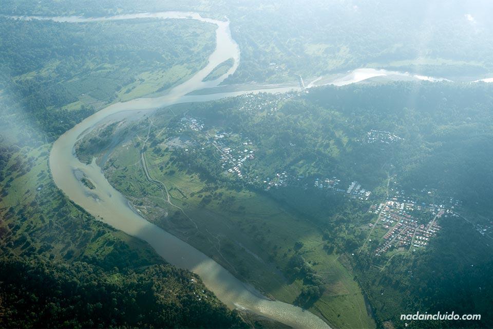 Vista aérea de un río de Panamá