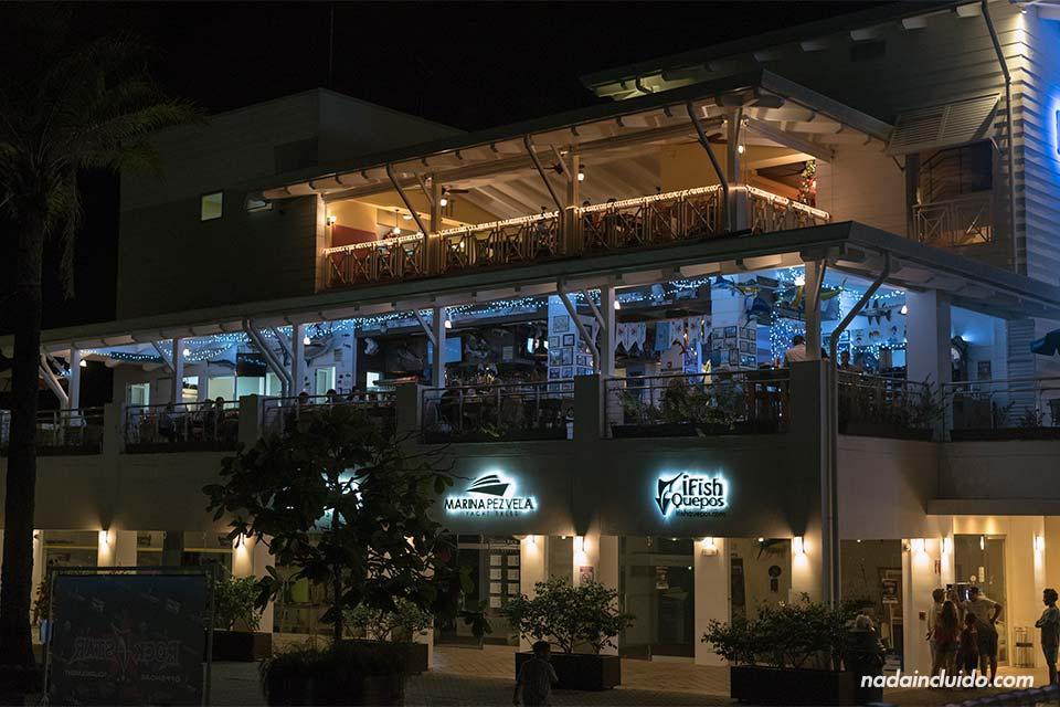 Centro comercial en La Marina de Quepos (Costa Rica)