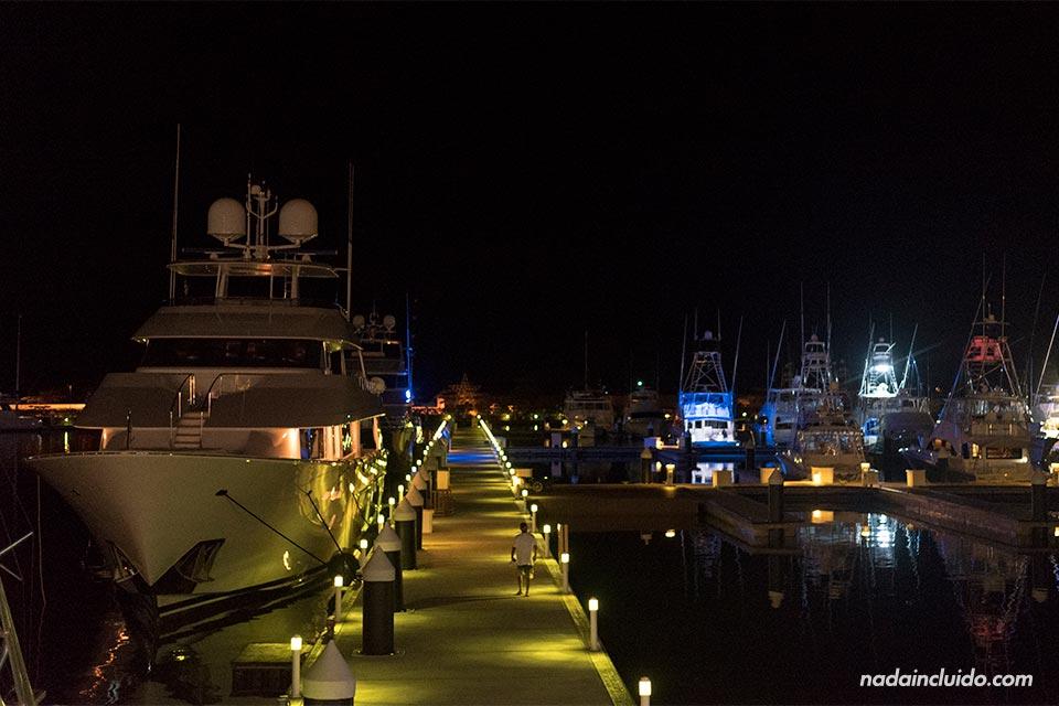 Puerto en la Marina de Quepos (Costa Rica)