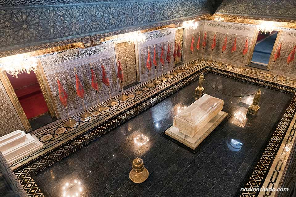 Tumba del rey en el Mausoleo de Mohammed V en Rabat (Marruecos)