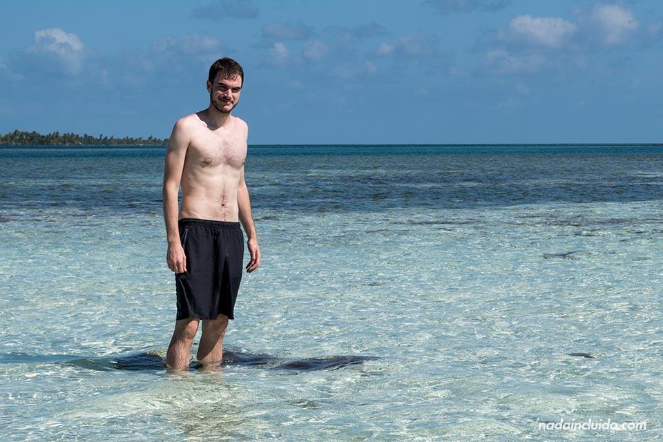 Bañándome en el mar junto a Isla Fragata, archipiélago de San Blas (Panamá)