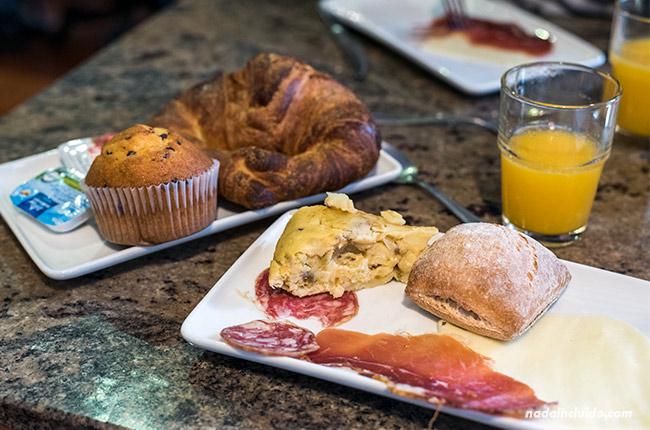 Desayuno en el Hostal El molino de Floren, Santo Domingo de la Calzada (Rioja, España)