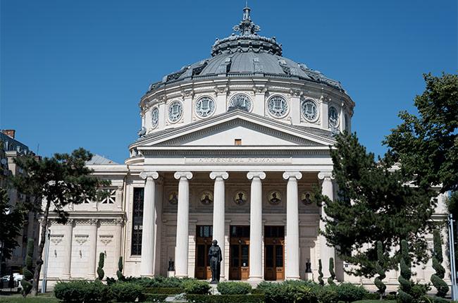 Fachada del Ateneo Rumano (Bucarest, Rumanía)
