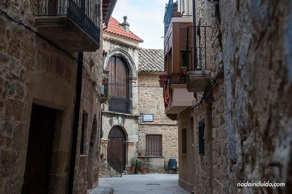 Calle de Don Juan Álvarez Morato en Cretas (Matarraña, Aragón)