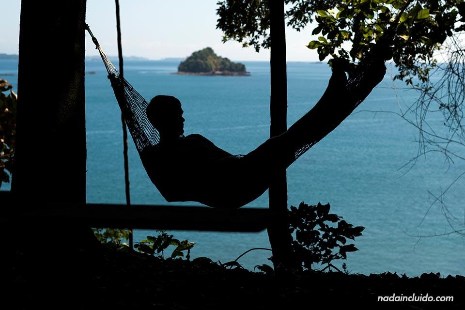 Relajándome en una hamaca en el mirador de isla Paridas, parque nacional marino golfo de Chiriquí (Panamá)
