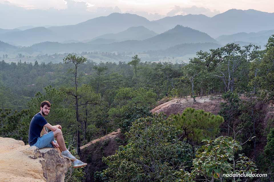 En un mirador en el cañón de Pai (Tailandia)