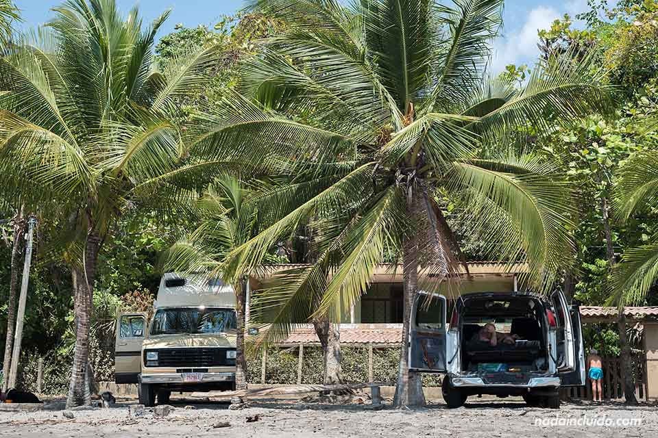 Caravanas en Playa Herradura (Costa Rica)