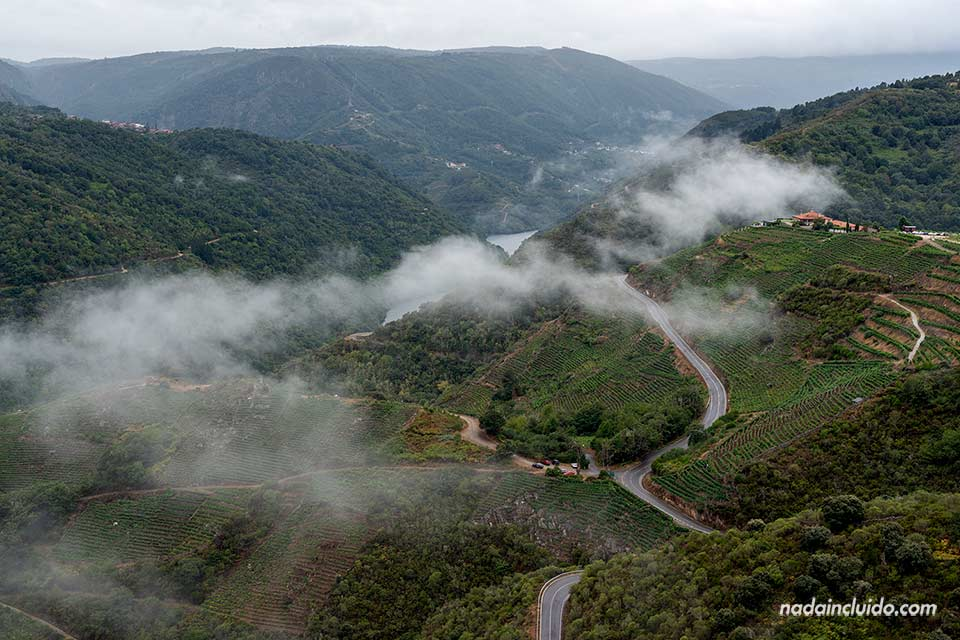 Vistas desde el mirador Pena do Castelo, Ribeira Sacra (Galicia)