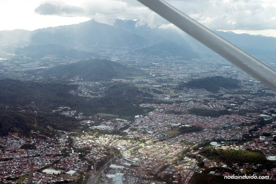 Vista de San José desde el aire (Costa Rica)