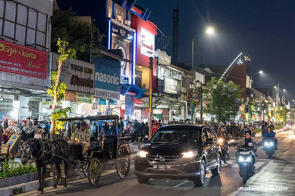 Calle Malioboro por la noche, Yogyakarta (Java, Indonesia)
