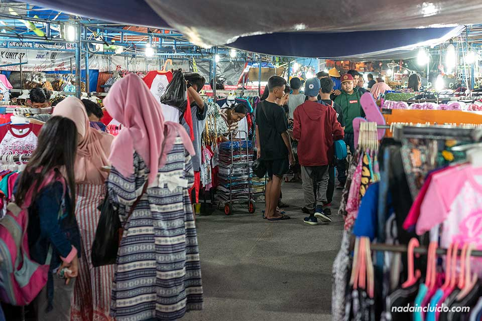 Mercado de la calle Malioboro, Yogyakarta (Java, Indonesia)
