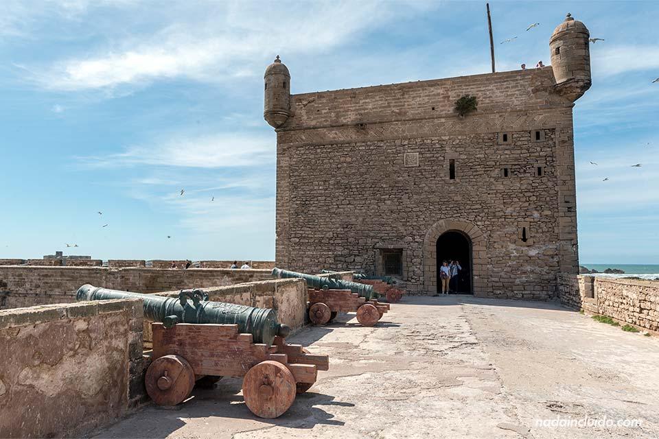 Cañones y torre del castillo de Essaouira (Marruecos)