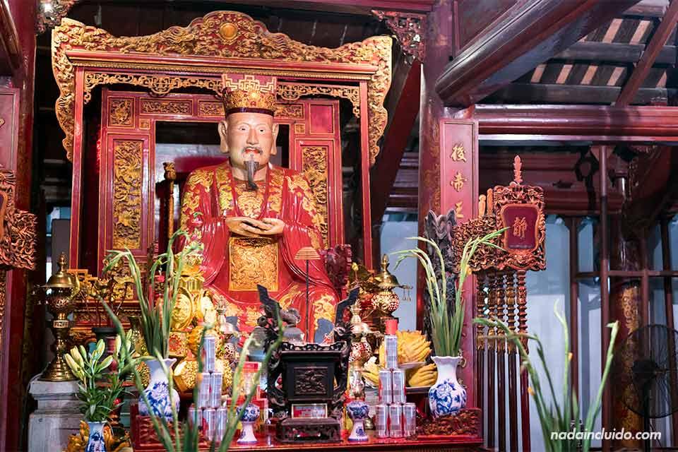 Altar de Confuncio en el Templo de la Literatura de Hanoi (Vietnam)