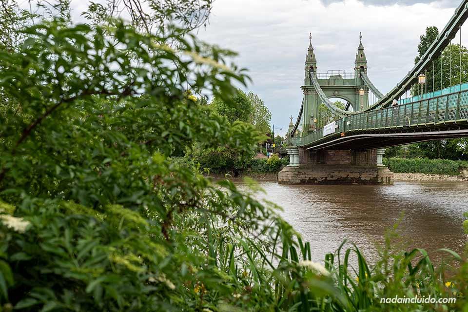 El Puente de Hammesmit en Londres (Inglaterra)