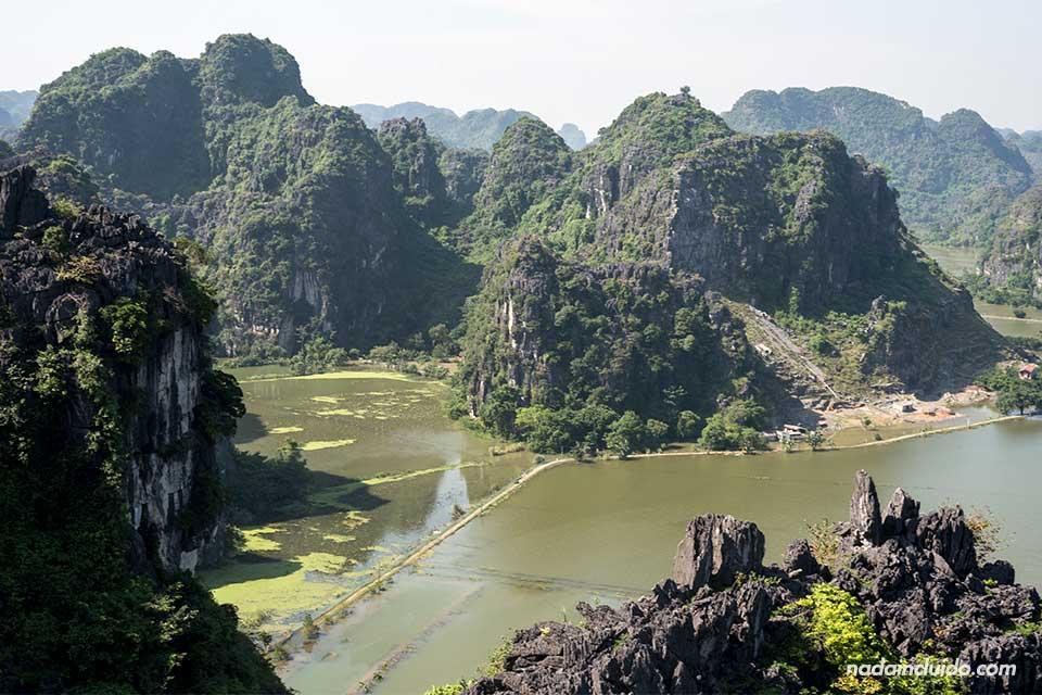 Vistas de la región de Ninh Binh desde Mua Caves (Vietnam)