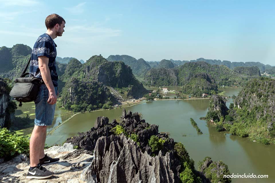 Viendo Ninh Binh desde lo alto de Mua Caves (Vietnam)