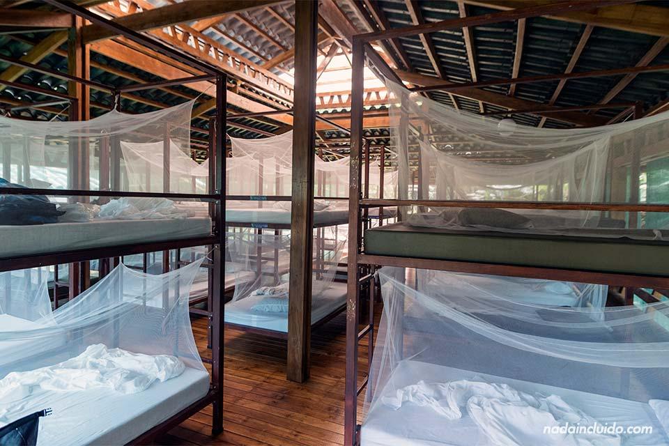 Dormitorio de la Estación Sirena en el parque nacional de Corcovado (Costa Rica)