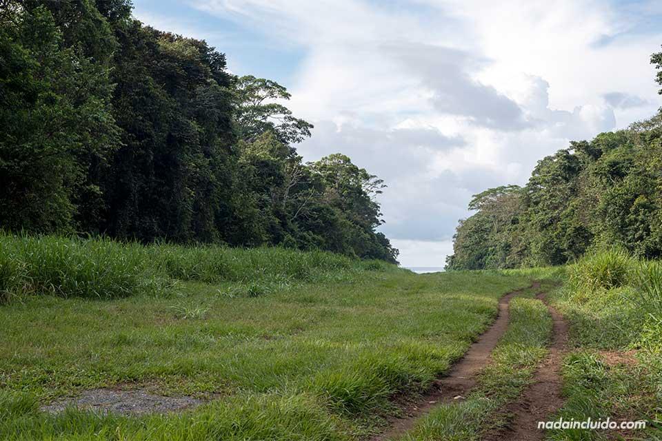 Pista de aterrizaje en el parque nacional de Corcovado (Costa Rica)