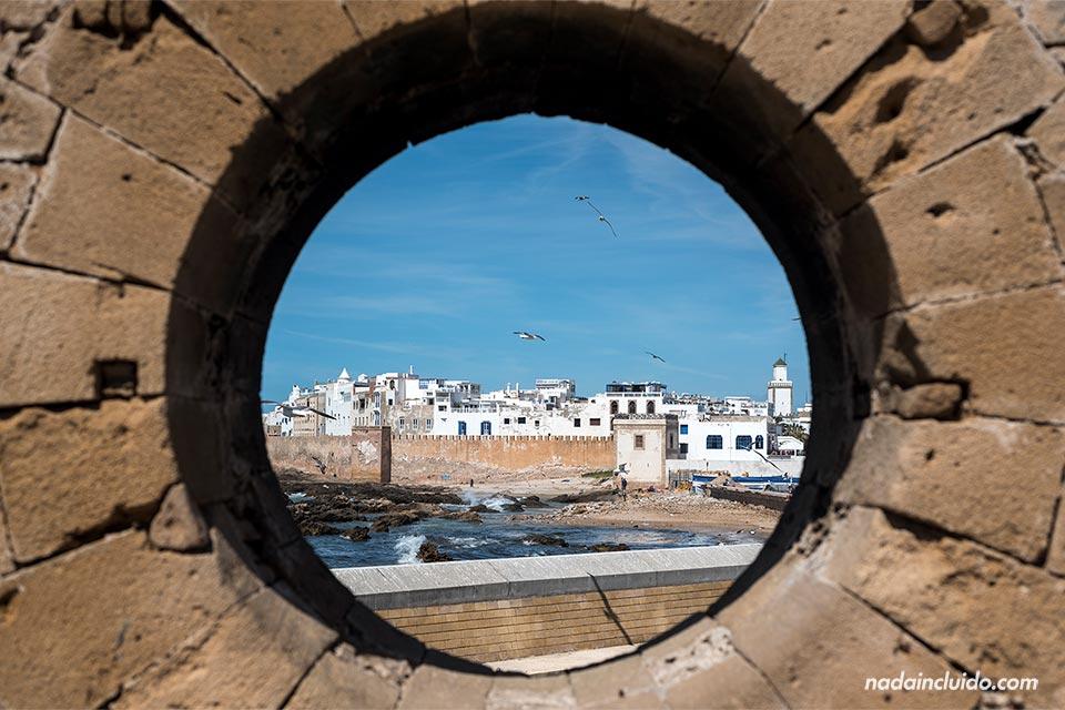 Vista de Essaouira desde una ventana del castillo (Marruecos)