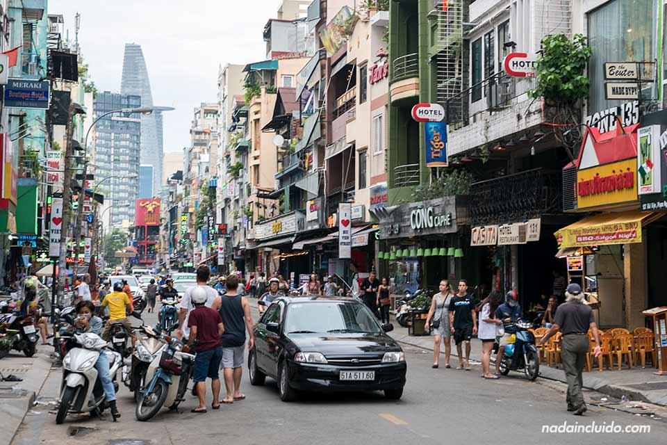 Vui Ven Walking Street en el barrio mochilero de Ho Chi Minh (Vietnam)