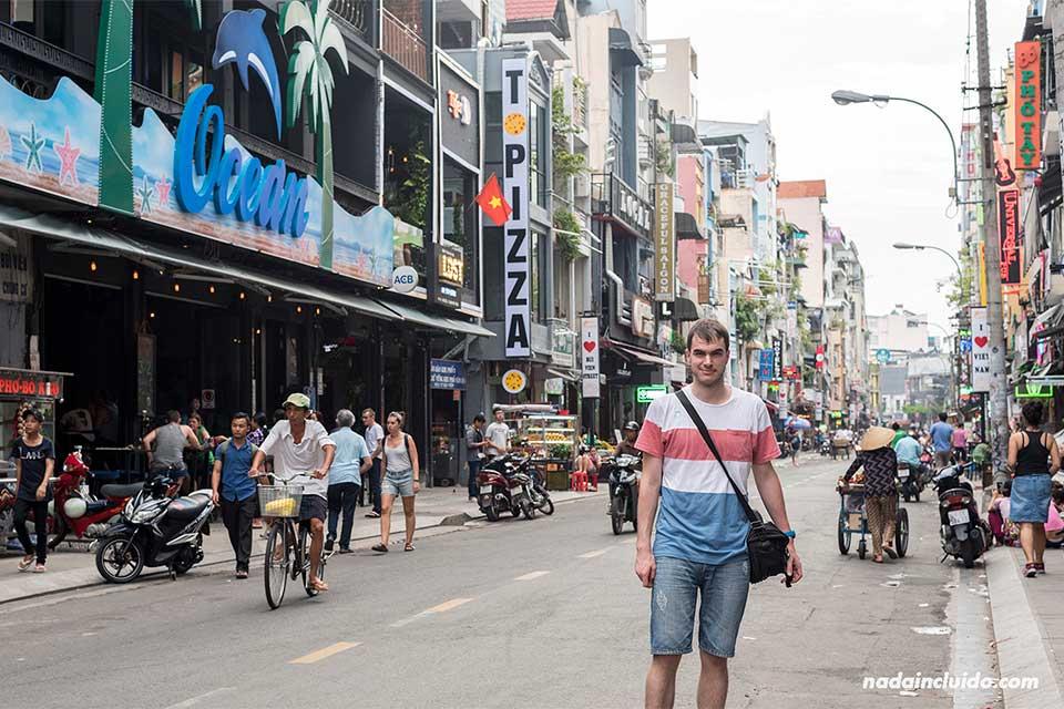 En la Vui Ven Walking Street en el barrio mochilero de Ho Chi Minh (Vietnam)