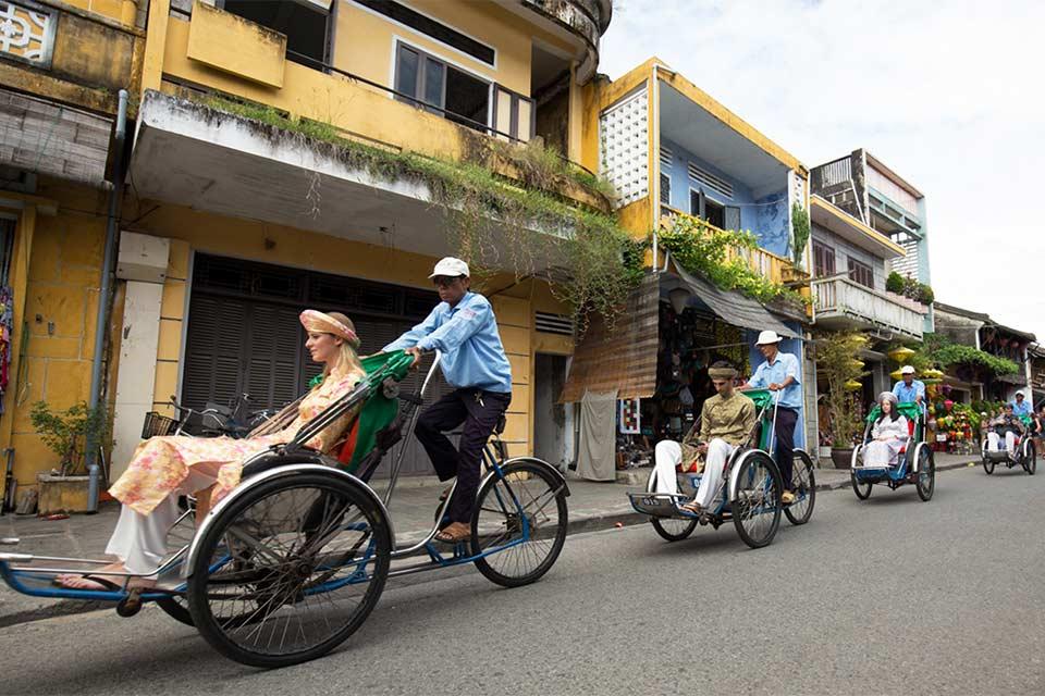 Paseando por la ciudad de Hoi An en Tuc Tuc (Vietnam)